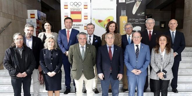 Integrantes del Comité Organizador de las Jornadas 'Aceite de Oliva Virgen Extra, Salud y Deporte'. Foto de archivo: TV Baena.