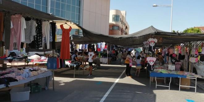 Imagen de archivo del mercadillo de Baena con las nuevas señalizaciones y medidas Covid. Foto: TV Baena.