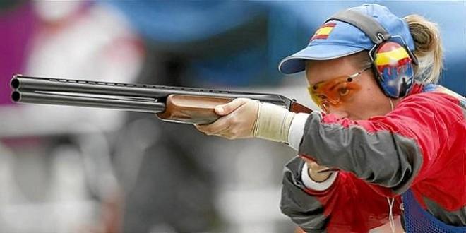 Imagen de archivo de la tiradora baenense, Fátima Gálvez que en Tokyo 2020 apunta hacia las medallas.