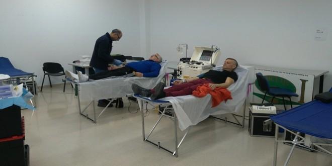 Imagen de archivo de donaciones de sangre en  la biblioteca municipal antes de la pandemia. Foto: TV Baena.