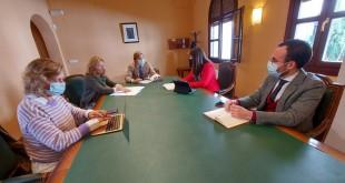 En el centro, el delegado del Gobierno andaluz en Córdoba, Antonio Repullo, presidiendo la comisión de seguimiento para prevenir el covid-19 en el campo. Foto: Junta de Andalucía.
