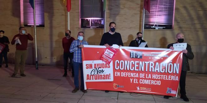 Concentración en defensa de la Hostelería y el Comercio de Baena celebrada el pasado mes de noviembre. Foto: TV Baena.