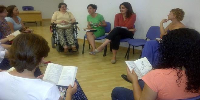 Imagen de archivo de uno de los talleres de lectura organizados en Baena por el Europe Direct de Adegua. Foto: TV Baena.