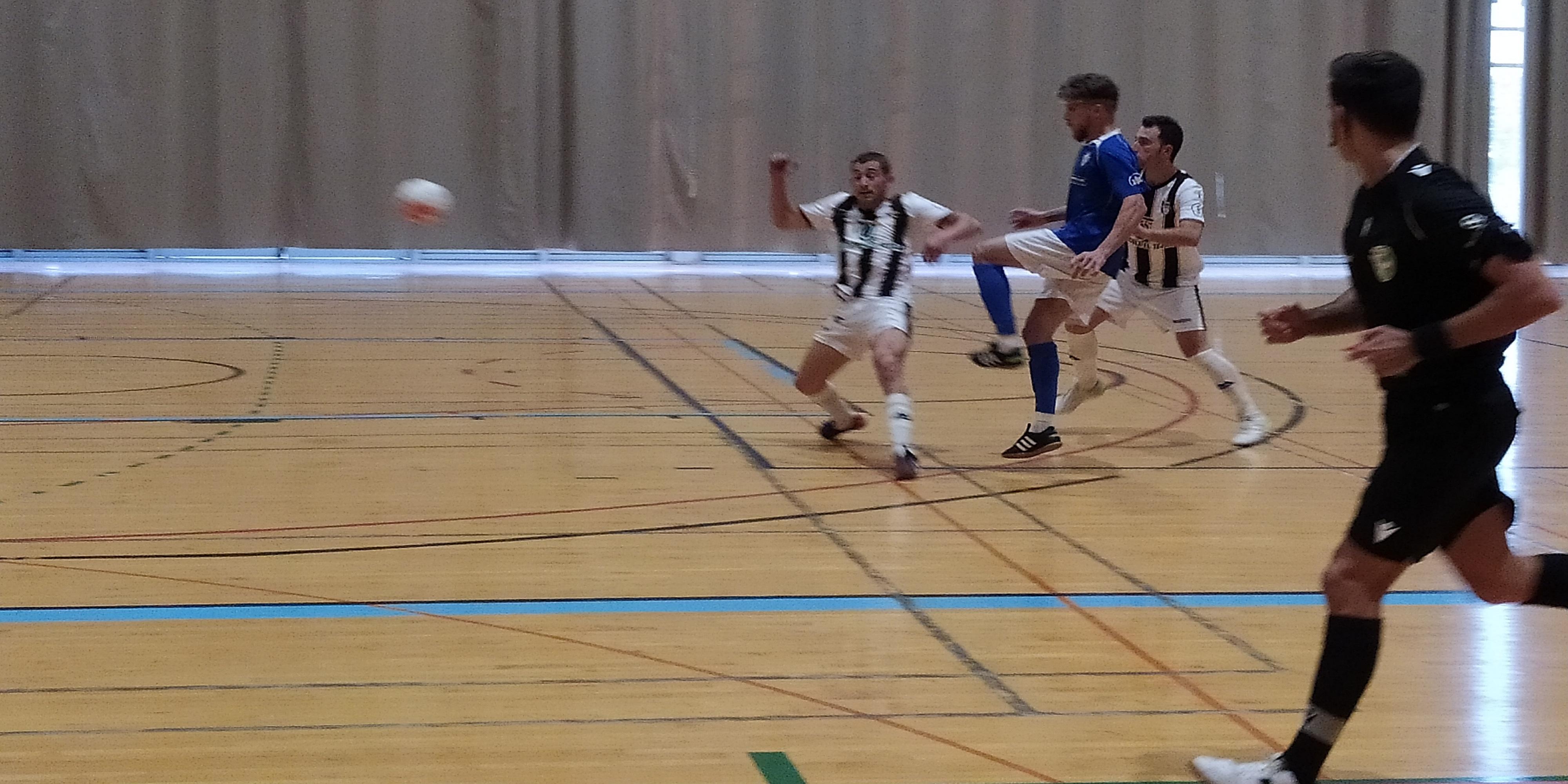 Pepe Borrallo, jugador menciano del Atlético Baenense, lesionado de gravedad en el último  partido disputado en el 'Juan Carlos I'. Foto: TV Baena.