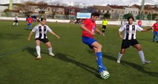 Una jugada del partido del Atco. Baenense ante Posadas en el 'Juan Carlos I'. Foto: TV Baena.