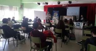 Uno de los talleres desarrollados por el Europe Direct de Adegua en el IES Ategua de Castro del Río. Foto: Adegua.