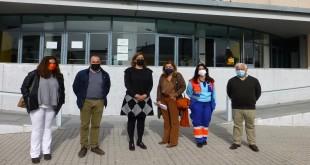 La delegada territorial de de Salud, Mª Jesús Botella, esta mañana en Baena, junto a los responsables municipales y sanitarios. Foto: TV Baena.