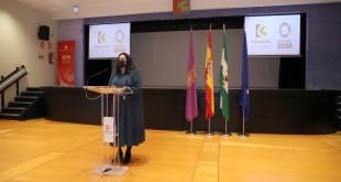 Dolores Amo, presidenta de Iprodeco, informando sobre esta nueva línea de ayudas. Foto: Diputación de Córdoba.