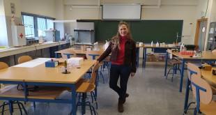 La profesora María Monreal, en el laboratorio de Ciencias del IES 'Luis Carrillo de Sotomayor'. Foto: TV Baena.
