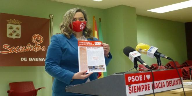 Mª Jesús Serrano, este mediodía en la sede del PSOE de Baena, presentando esta nueva  revista. Foto: TV Baena.
