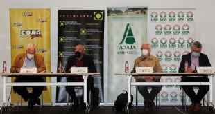 Los representes de las organizaciones agrarias andaluzas en la reciente reunión celebrada en Sevilla.