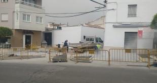 Estado actual de las obras que se están llevando a cabo en la calle Rey Fernando. Foto: TV Baena.