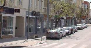 Imagen de archivo con los comercios cerrados durante el confinamiento. Foto: TV Baena.