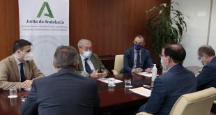 El consejero de Transformación Económica, Rogelio Velasco, durante una reunión con la Confederación de Empresarios de Andalucía (CEA). Foto: Junta de Andalucía.