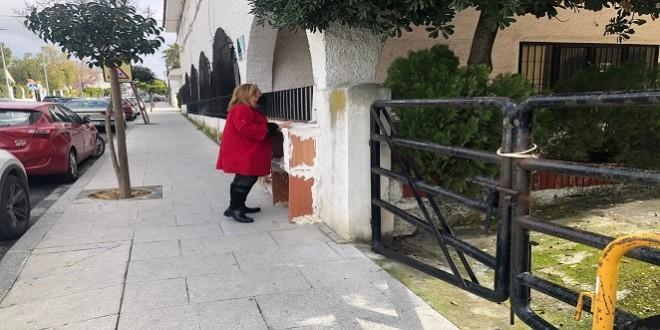 La concejala del PSOE, Rosa Unquiles, en una visita a las instalaciones del nuevo centro de día de alzhéimer de Baena. Foto: TV Baena