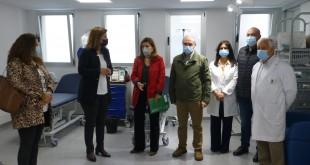 En el centro, la delegada territorial de Salud, Mª Jesús Botella, visitando esta mañana el Centro de Salud 'Dr. Ignacio Osuna Gómez'. Foto: TV Baena.