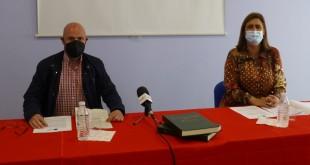 Manuel Cortés y Cristina Piernagorda , ayer en la presentación de las bases de este concurso. Foto: TV Baena.