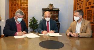 Firma del convenio de colaboración entre al Diputación de Córdoba y UPA.