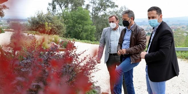 Francisco Ángel Sánchez y Francisco Palomares, visitan una de las actuaciones del plan para la mejora de la  biodiversidad. Foto: Diputación de Córdoba.