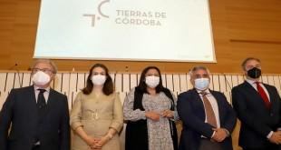 El presidente de Emcotur, Antonio Ramos, junto a diversas autoridades en la presentación de 'Tierras de Córdoba'.