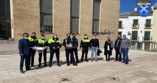 Agentes de la Unidad Hermes de Isla Cristina y  de la Policía Local de Baena. Foto: Huelva Información / M.G.
