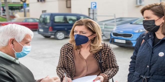 La delegada de Salud, Mª Jesús Botella, en un reciente visita al Centro de Salud de Baena. Foto: TV Baena.