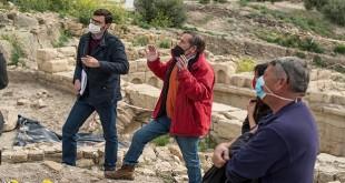 Técnicos de la Junta de Andalucía supervisando las obras en las termas de Torreparedones.