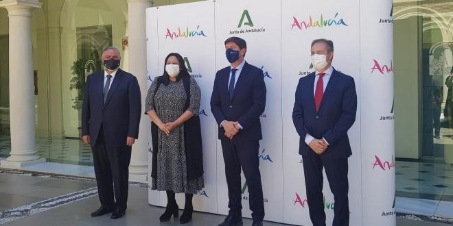 La vicepresidenta del Patronato Provincial de Turismo, Dolores Amo, en la firma de este convenio con la Junta de Andalucía celebrado en Granada. Foto: Diputación de Córdoba.
