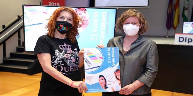 A la derecha, la delegada de Igualdad de la Diputación, Alba Doblas y la gerente de Incentifor, Inmaculada Pérez, presentan el programa 'Empresarias en ruta'. Foto: Diputación de Córdoba.