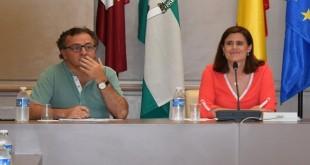 La alcaldesa de Baena, Cristina Piernagorda (PP) y el primer teniente de alcalde, Ramón Martín (C's) en un Pleno del Ayuntamiento. Foto de archivo: TV Baena.