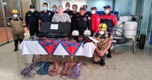 El bombero baenense, Antonio Caballero y sus compañeros de BUSF-España, junto a la ministra de Gobernación de Nicaragua, Maria Amelia Coronel.