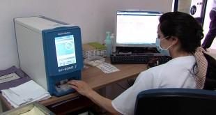 Equipo preanalítico de gestión de muestras sanguíneas instalado en el Centro de Salud de Baena. Foto: TV Baena.