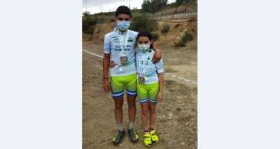 Carlos y Elena tienda Bernabeu, con sus medallas de campeones de Andalucía de BTT XCO 2021 Escuelas. Foto: Familia Tienda Bernabeu.