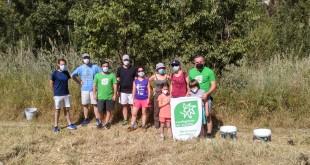 Algunos de lo voluntarios que han participado en la limpieza del paraje de la Ermita de los Ángeles. Foto: Groden-Ecologistas en Acción de Baena.